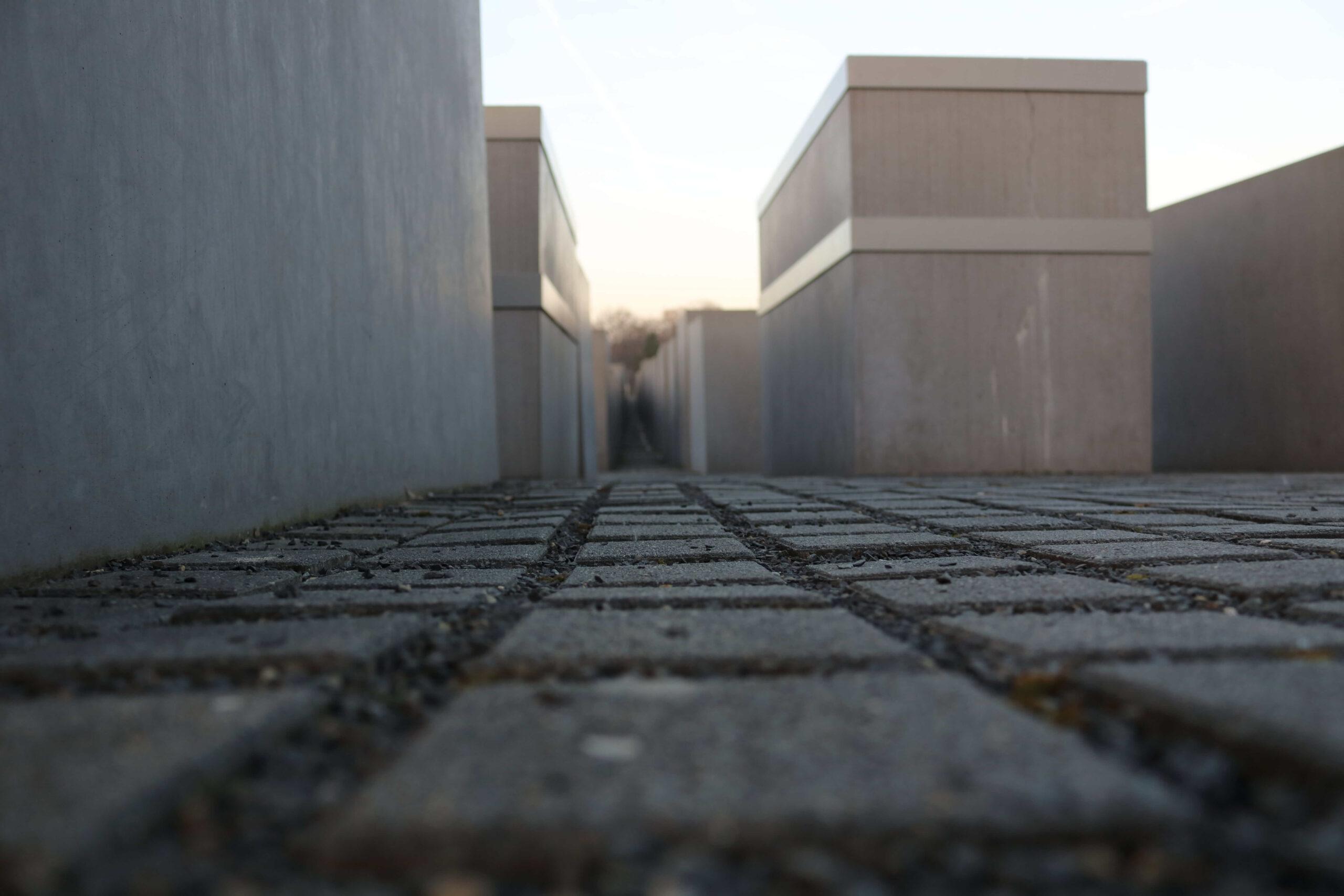 Holocaust Mahnmal - Cora-Berliner-Strasse - 10117 Berlin